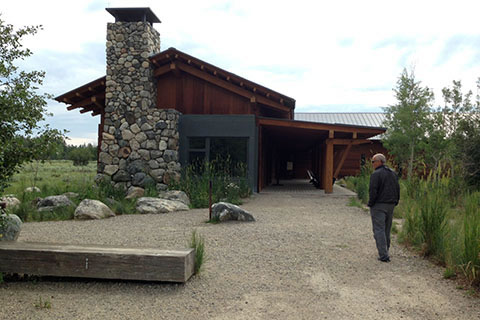 path leading from the trailhead kiosk to the Interpretive center