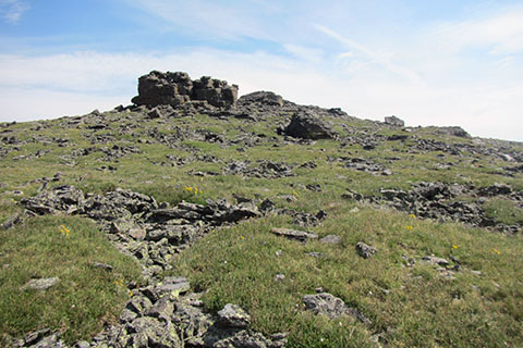 rock outcrops at Ptarmigan Point to the side of the trail