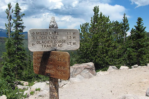 Signed junction with the North Longs Peak Trail