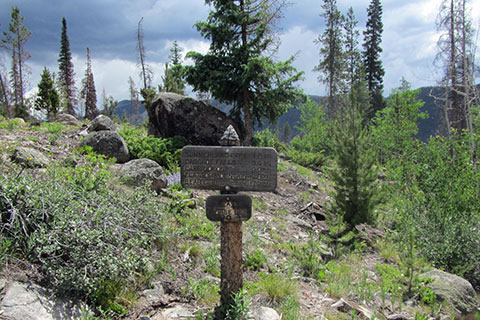 Mileage sign at the trailhead