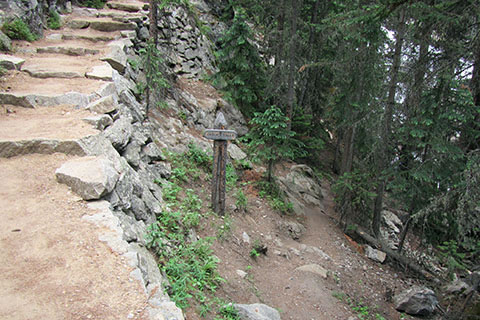 side trail to the base of Cascade Falls